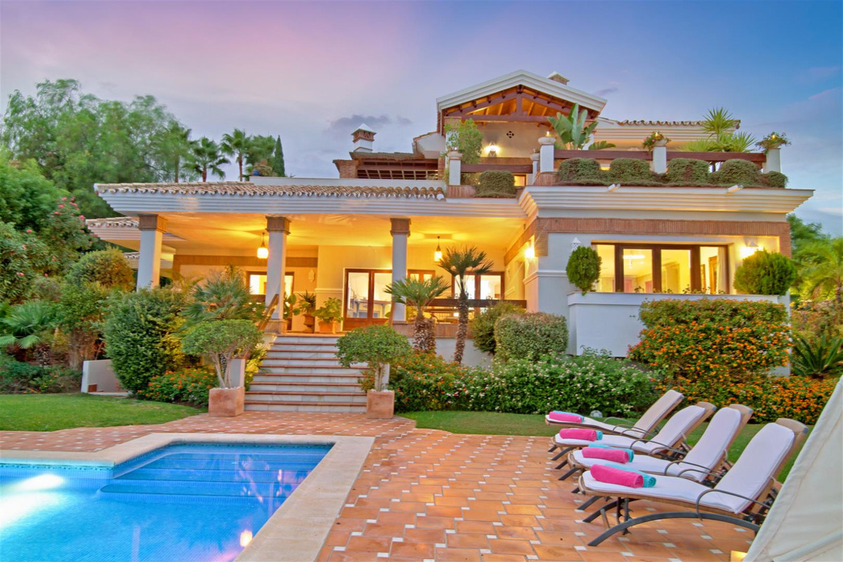 Outstanding family home located in the beautiful urbanization of Los Flamingos Golf. This grand resi,Spain