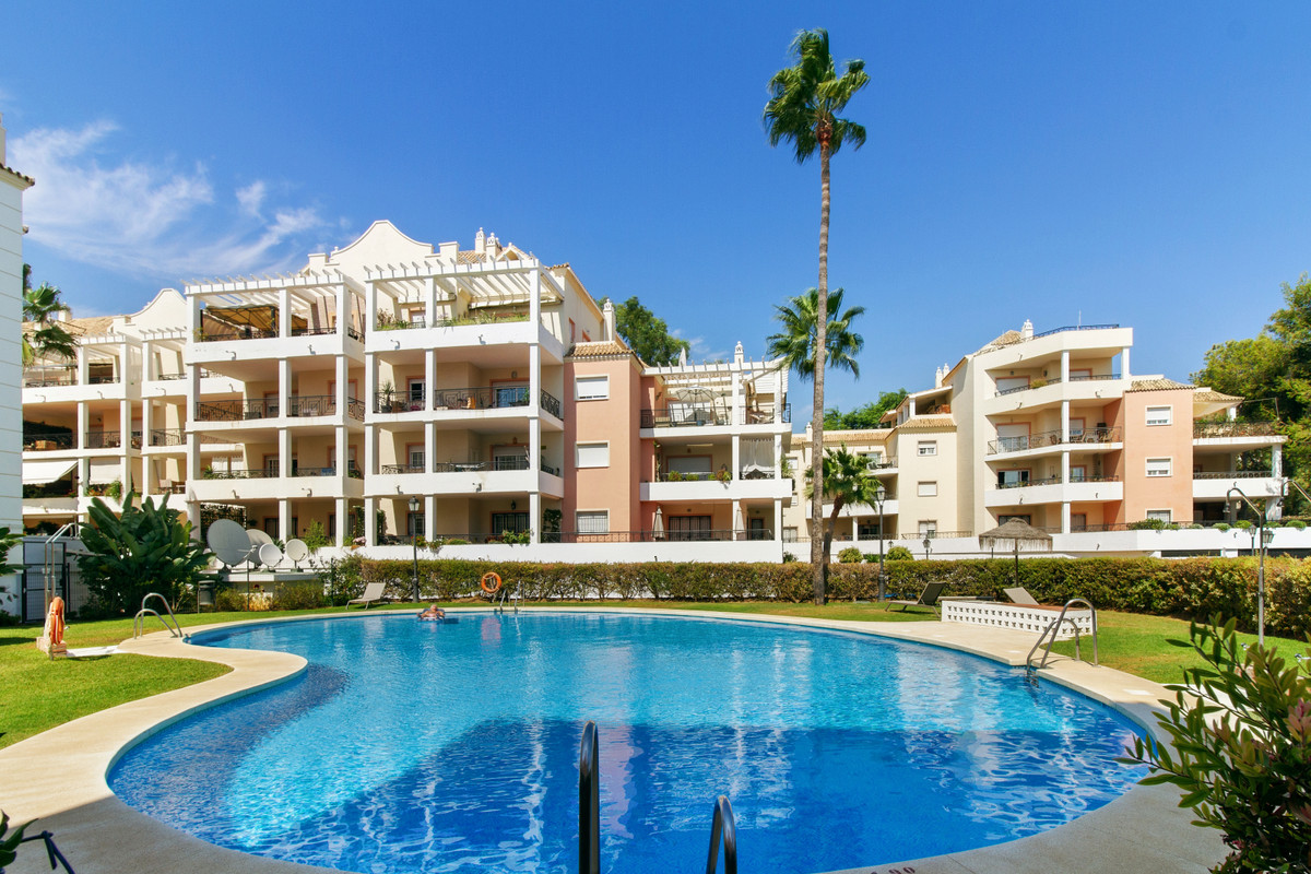Amazingly priced! Unique opportunity to purchase a stunning Penthouse in the Heart of Nueva Andaluci,Spain