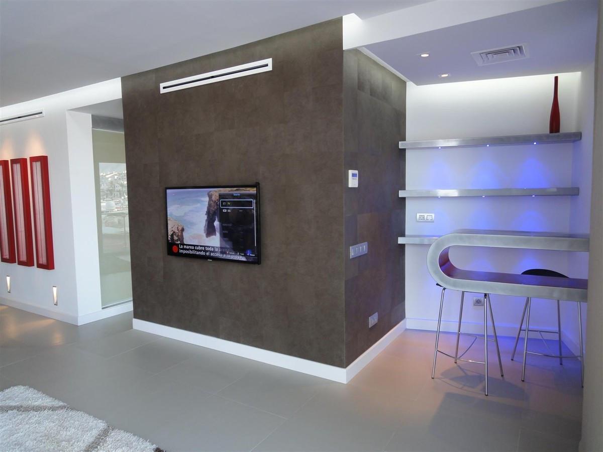 Apartamento Planta Media en Venta en Puerto Banús – R2423665