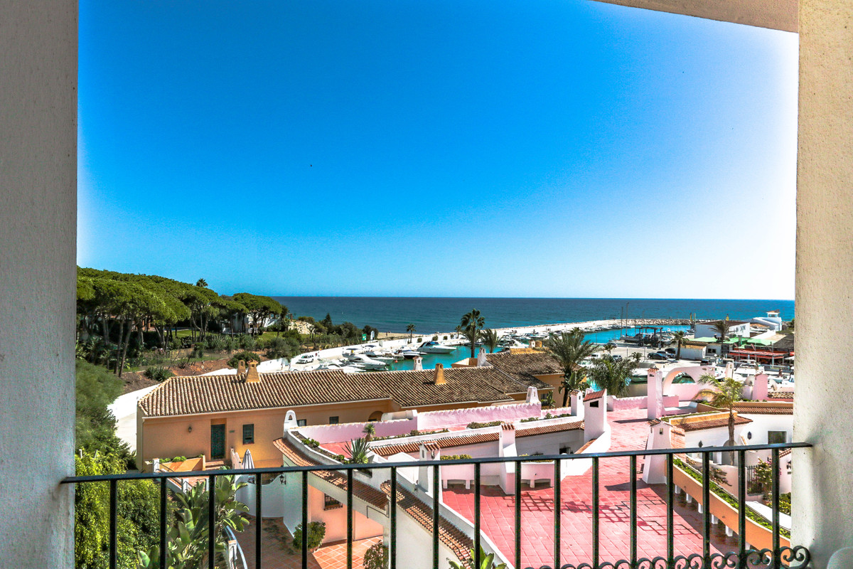 Middle Floor Apartment in Cabopino