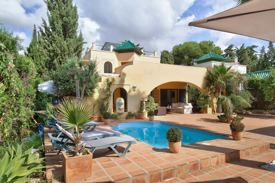 Location, Location, Location! Beachside opportunity. Fantastic Detached villa for sale in the sought, Spain