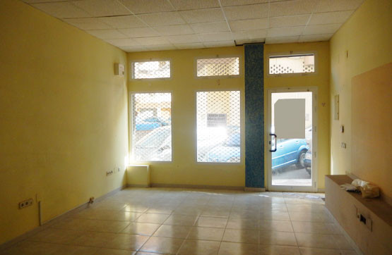 BANK OPPORTUNITY! COMMERCIAL LOCAL IN VELEZ - MALAGA. Commercial premises located in a very central , Spain