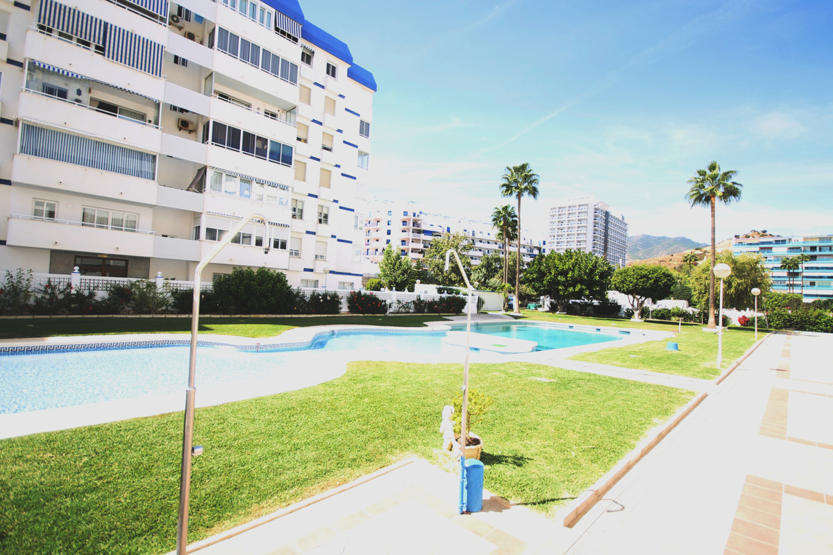 Beachfront !!! Fantastic apartment in urbanization in front of the beach. 80m², consists of 3 bedroo,Spain