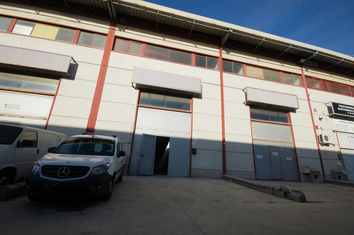 Business opportunity. Ship in industrial estate in Malaga. 280m², distributed over three floors, has, Spain