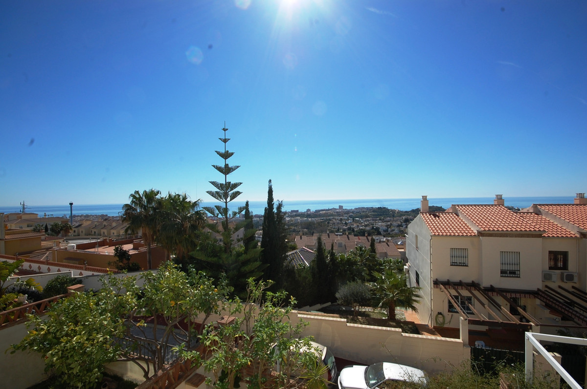 Townhouse in Benalmadna with beautiful sea views.  It consists of three floors 158m2 built, in good ,Spain