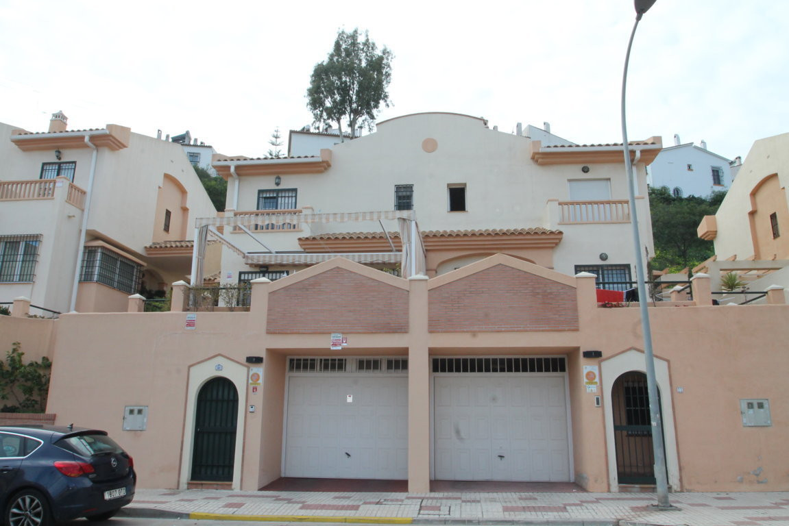 Limoneros, Rincon de la Victoria, Malaga Este, semi-detached house  Great opportunity. Semi-detached, Spain