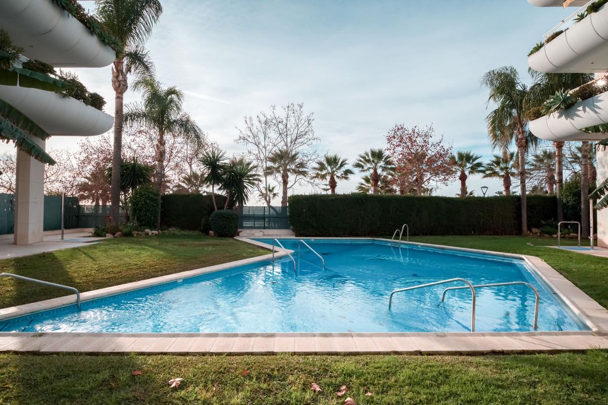 Marbella Banus Apartamento en Venta en Marbella – R2571995