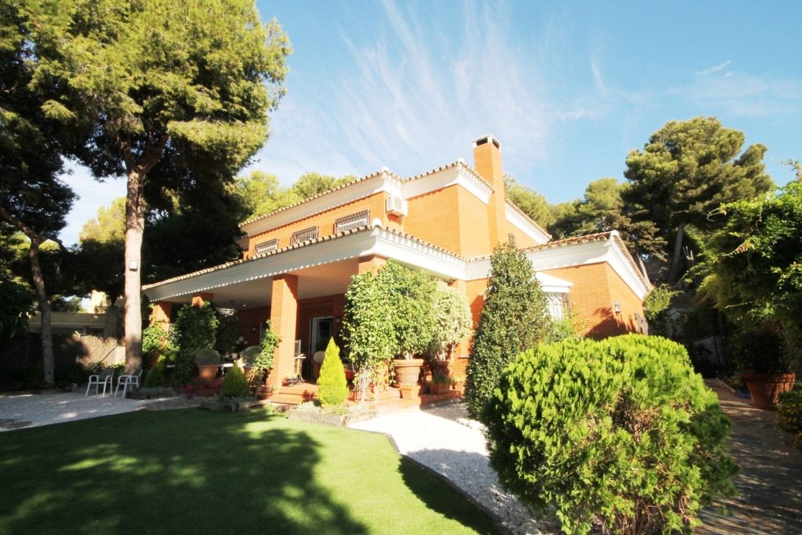 Luxury villa in park clavero. Luxury villa in park clavero in malaga. Beautiful villa recently built, Spain
