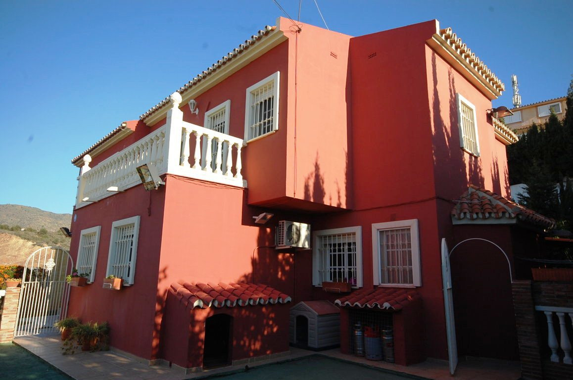 Rincon de la Victoria, Malaga East, Detached house  Great Opportunity, Villa qualities of luxury at , Spain