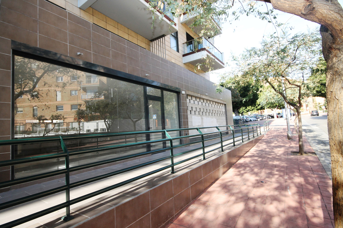 Local in downtown area of Arroyo de la miel. Total built 382m2 on two floors, ground floor on street, Spain