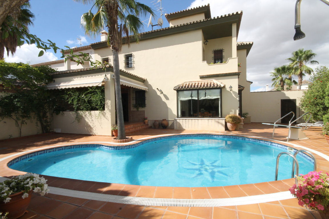 Detached house in Ronda  Fabulous villa with 4 bedrooms, 3 full bathrooms (master en suite) in a pri, Spain
