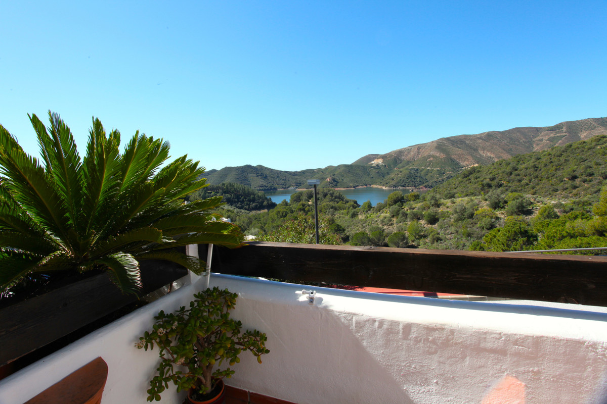 Surrounded by nature and yet only 10 minutes away from Puerto Banus and Marbella this beautiful 3 be, Spain