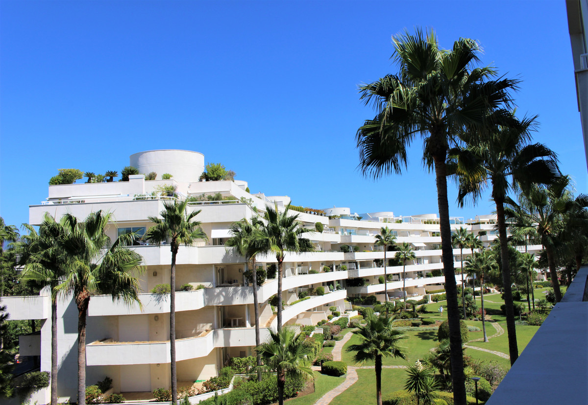 Apartment Middle Floor in New Golden Mile, Costa del Sol