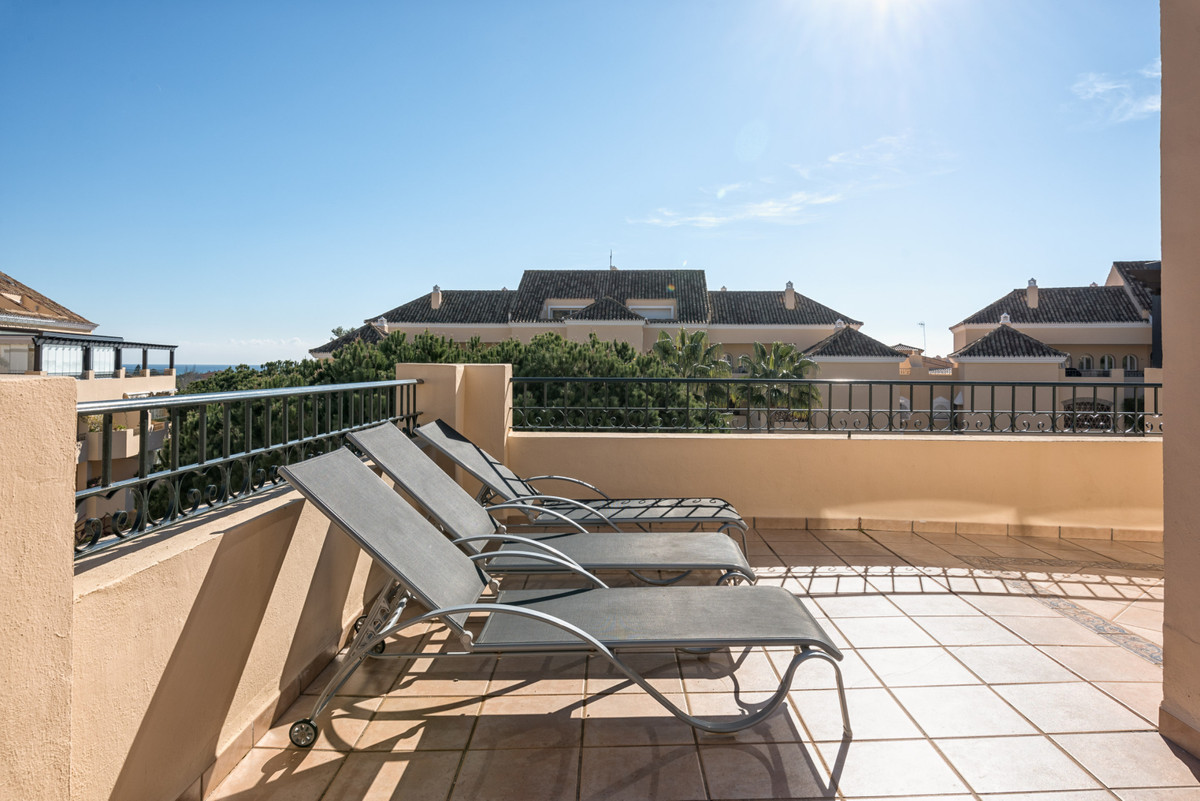 This amazing penthouse is located in one of the best and well known areas of Marbella, close to Marr,Spain