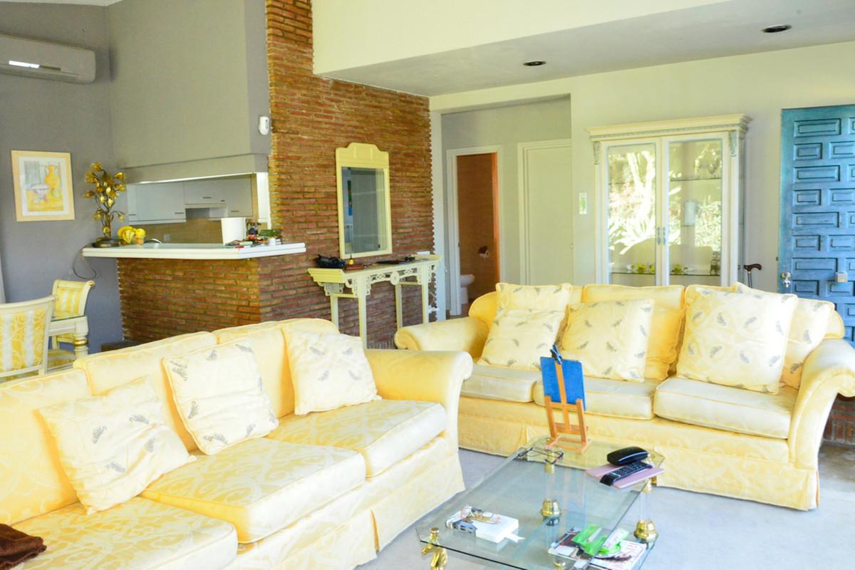 Villa à vendre à Elviria - R3612890