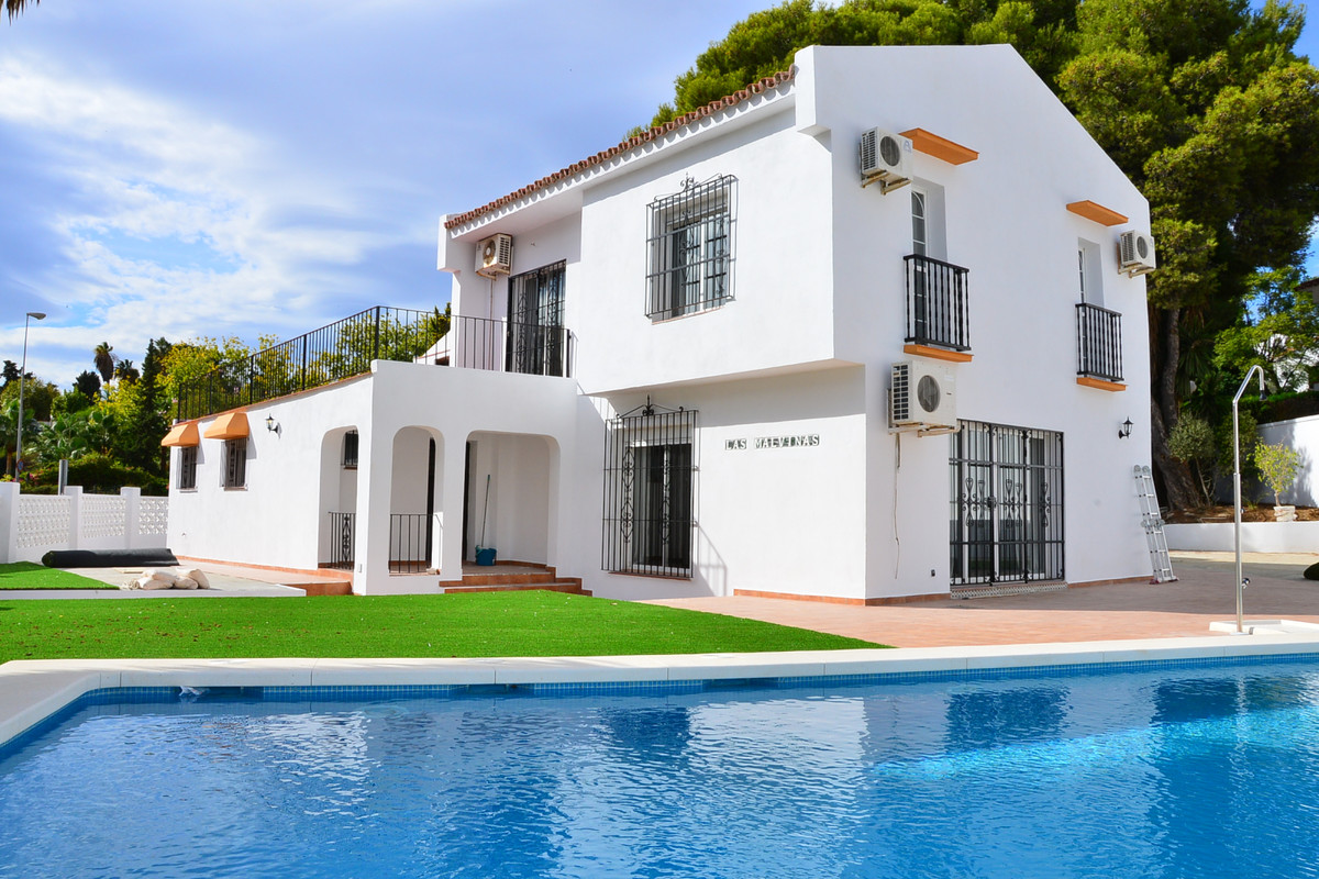 SUPER BARGAIN! This villa is located in Torreblanca, just about 400m from the beach. It's 1km fr, Spain