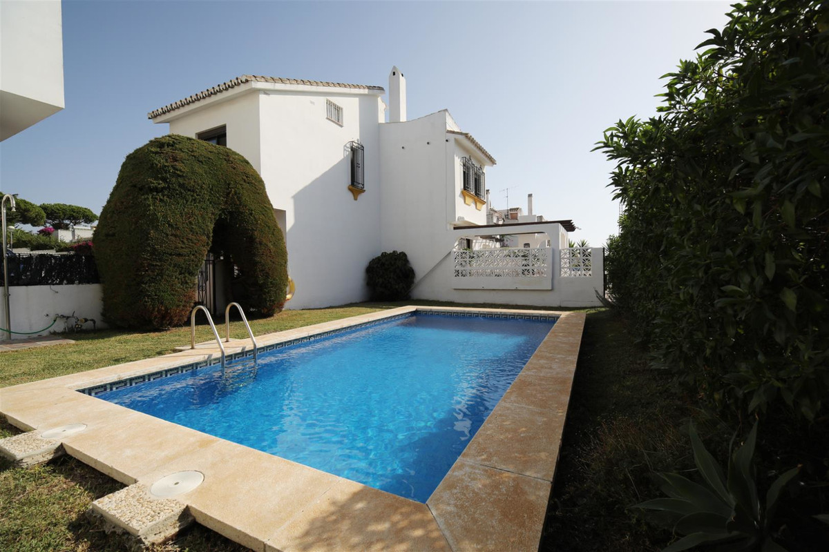 Beautiful 3 bedroomed townhouse located in a one of the nicest area's in lower calahonda. The house ,Spain