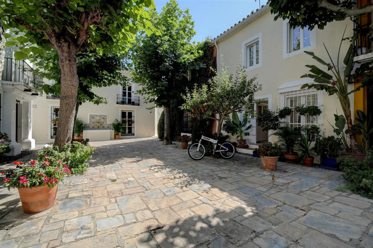 Stunningly beautiful, fully renovated townhouse, set in the charmingly 'exclusive' traditional white, Spain
