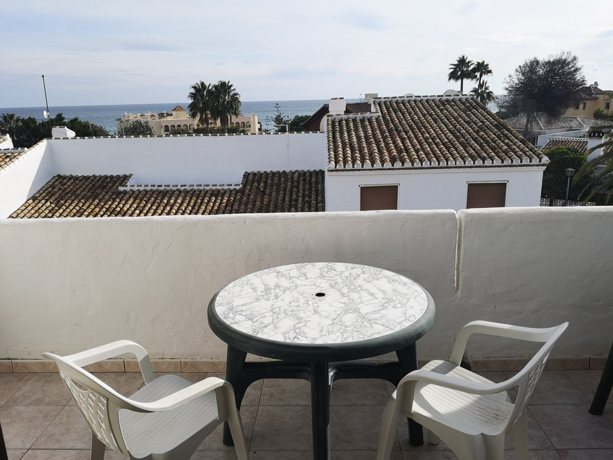 Penthouse apartment on a peaceful community yet within walking distance of all local amenities. Supe, Spain
