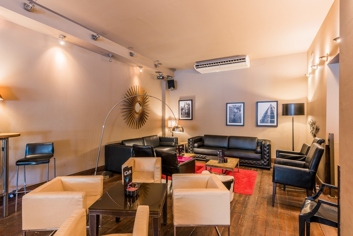 COMMERCIAL PREMISES AND BAR BUSINESS FOR SALE OR RENT  Totally refurbished and re-licensed in April , Spain
