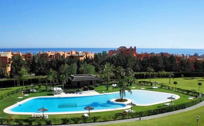 LUXURY PENTHOUSE WITH 360-DEGREE VIEWS  Set within a luxury urbanisation with concierge service, hug,Spain