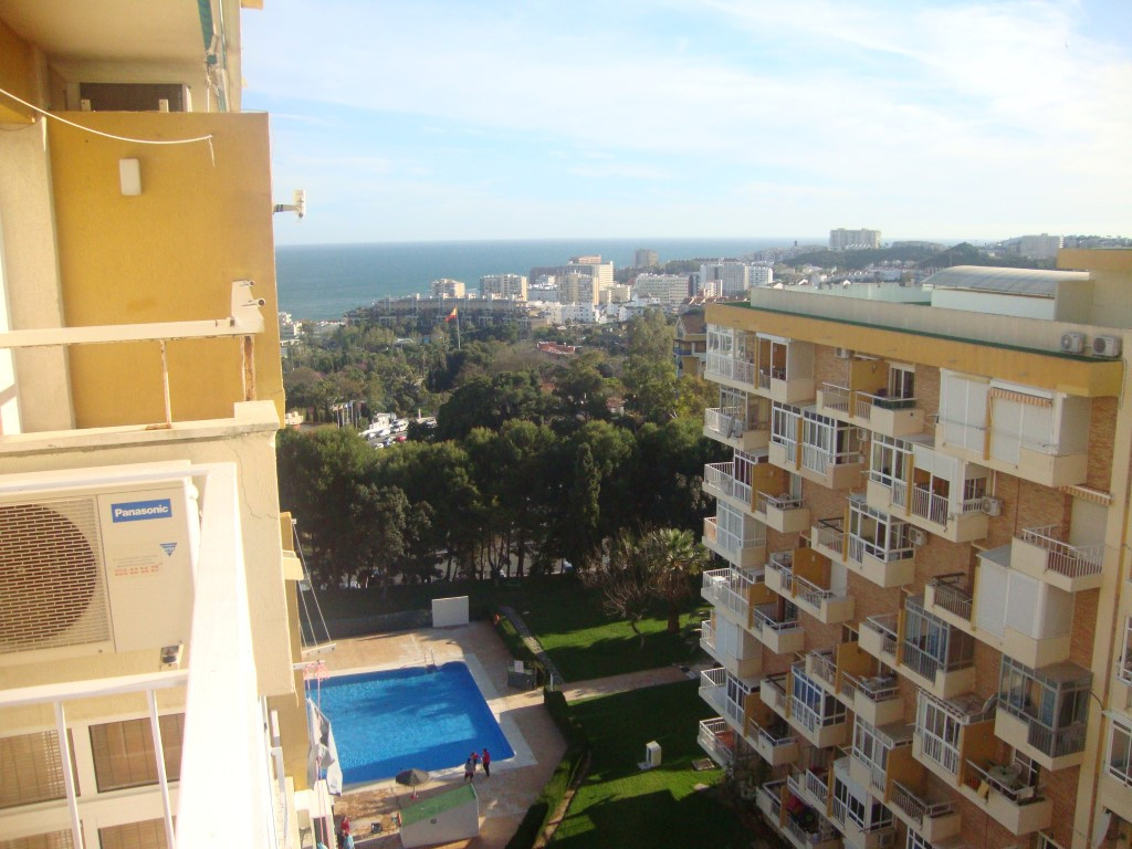 Studio for sale, reformed, with open terrace and parcial sea views, 24 hour reception, 2 sets of swi,Spain