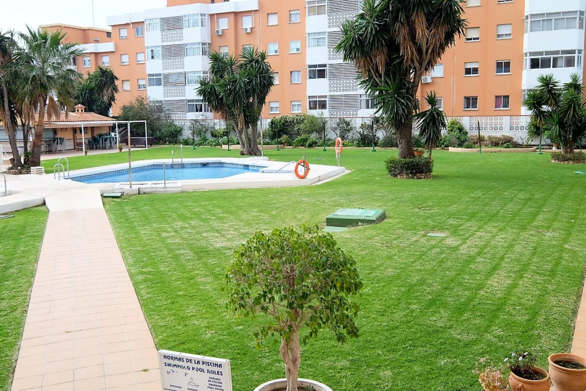 Studio apartment for sale in El Pinillo with garden and sea views, Bbq area, tennis court, 2 swimmin, Spain