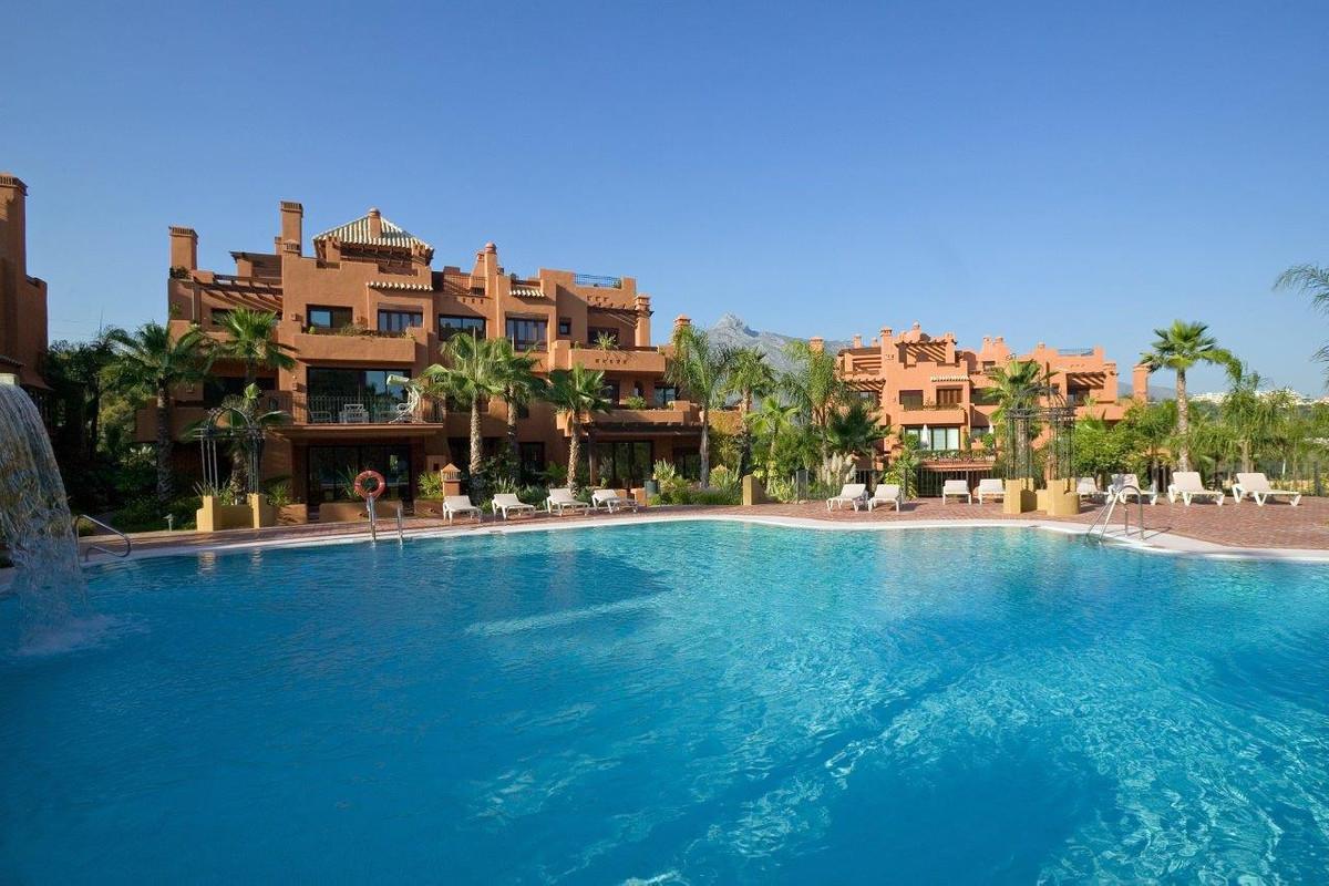 Ground Floor Apartment, Nueva Andalucia, Costa del Sol. 3 Bedrooms, 2 Bathrooms, Built 175 m², Terra,Spain