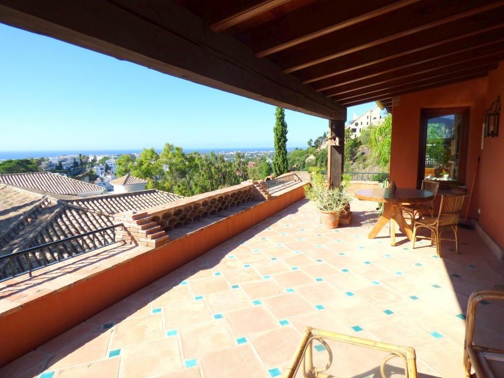 Detached Villa, La Quinta, Costa del Sol. 5 Bedrooms, 4 Bathrooms, Built 550 m², Terrace 100 m², Gar,Spain