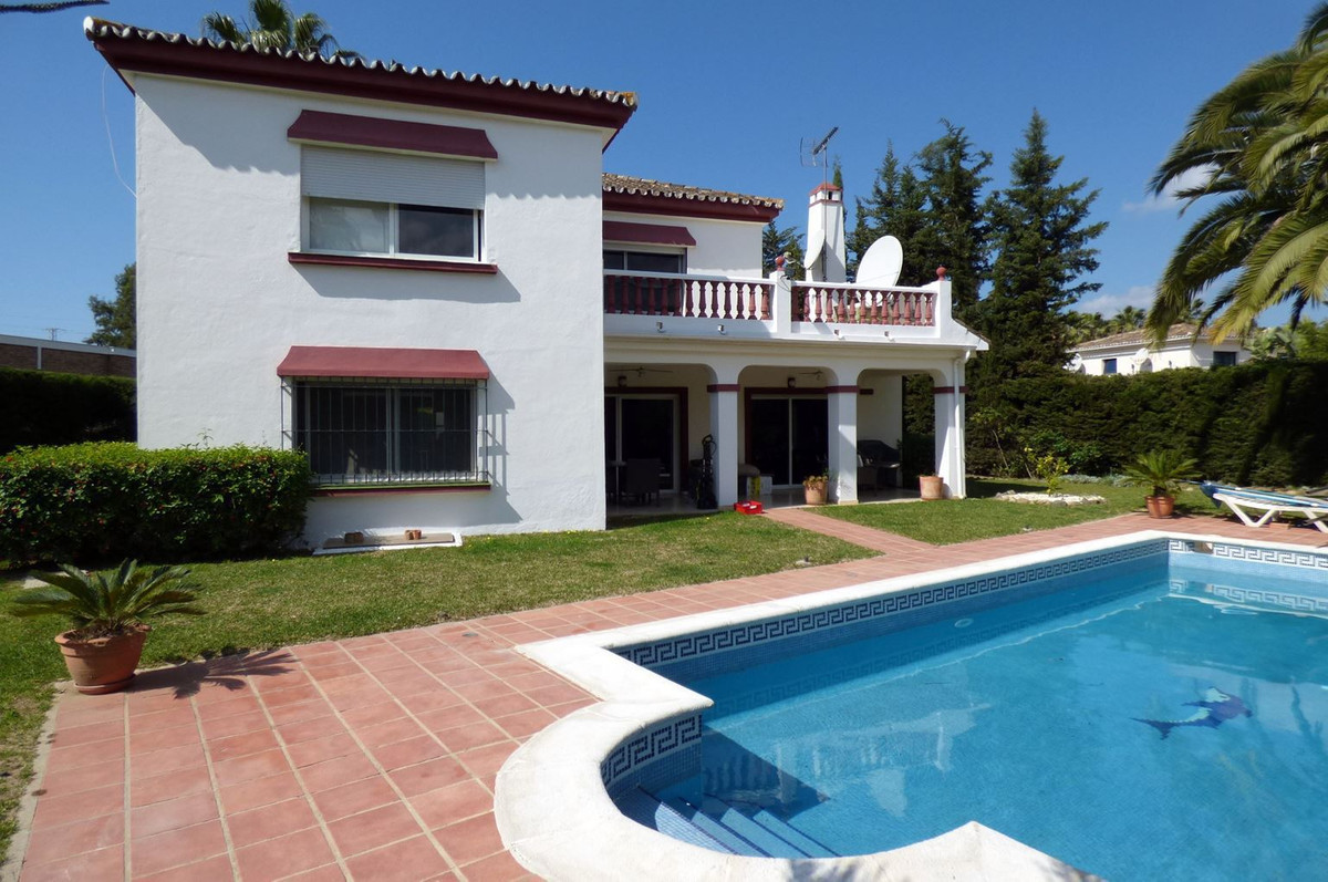 Detached Villa, Nueva Andalucia, Costa del Sol. 3 Bedrooms, 3.5 Bathrooms, Built 369 m², Terrace 29 , Spain