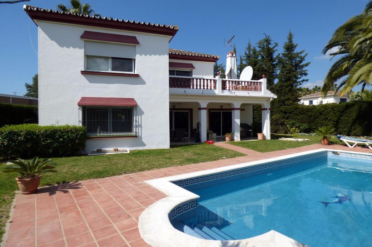 Detached Villa, Nueva Andalucia, Costa del Sol. 3 Bedrooms, 3.5 Bathrooms, Built 369 m², Terrace 29 Spain
