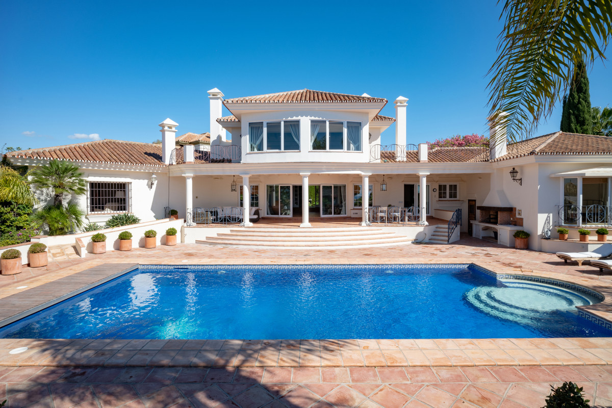 Great south orientated villa with sea views from ground floor. Andalucian style villa very well main, Spain
