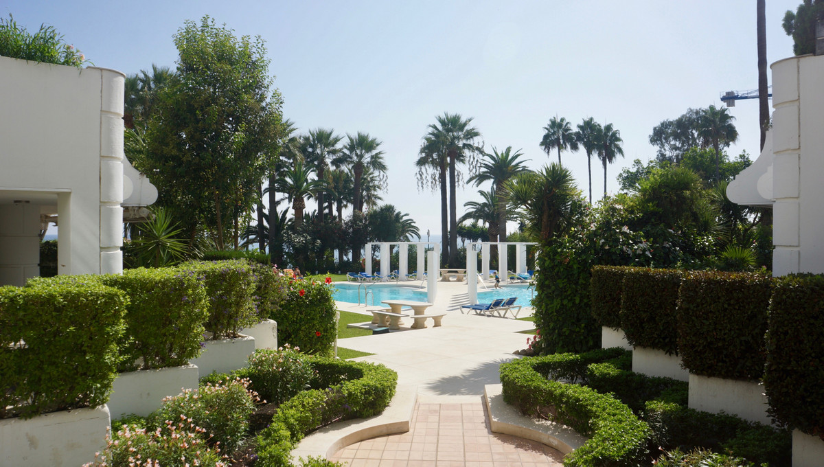Beautiful and charming apartment in beach front complex Andalucia Beach in New Golden Mile area. Jus, Spain