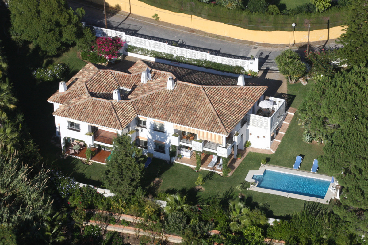 This unique villa is located in a great location in Elviria, within walking distance to shops and re,Spain