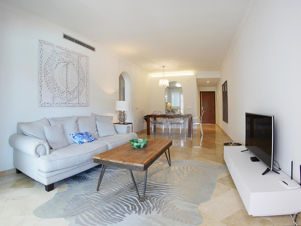 This beautiful apartment is located in a privileged and popular development of Costalita (Estepona) , Spain