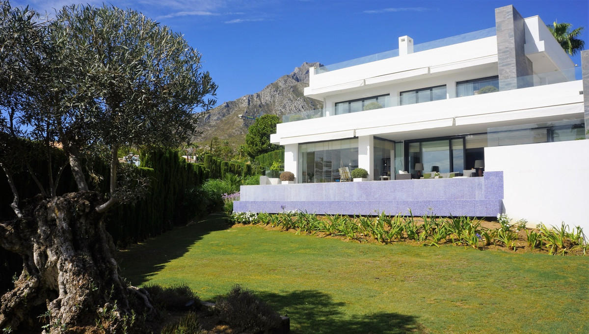 Contemporary villa with breathtaking sea views from ground floor!  Contemporary villa located in the, Spain