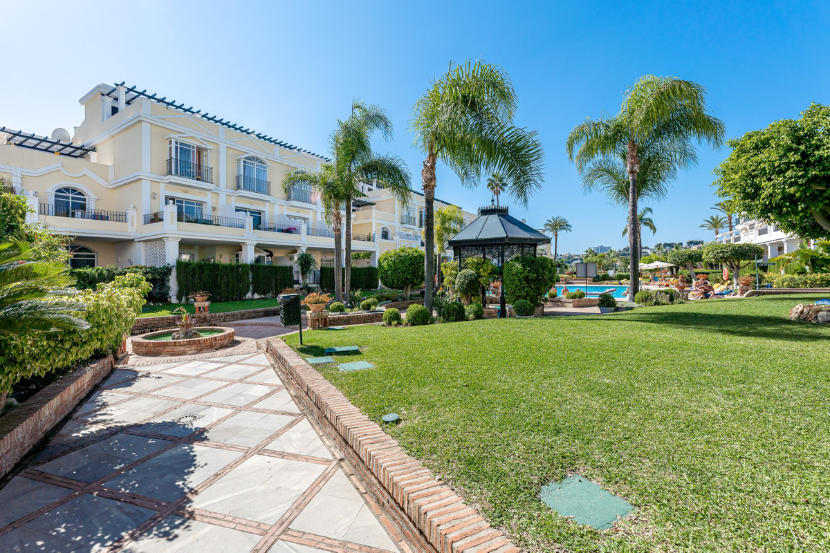 Ground Floor Apartment for sale in Nueva Andalucía R3945703