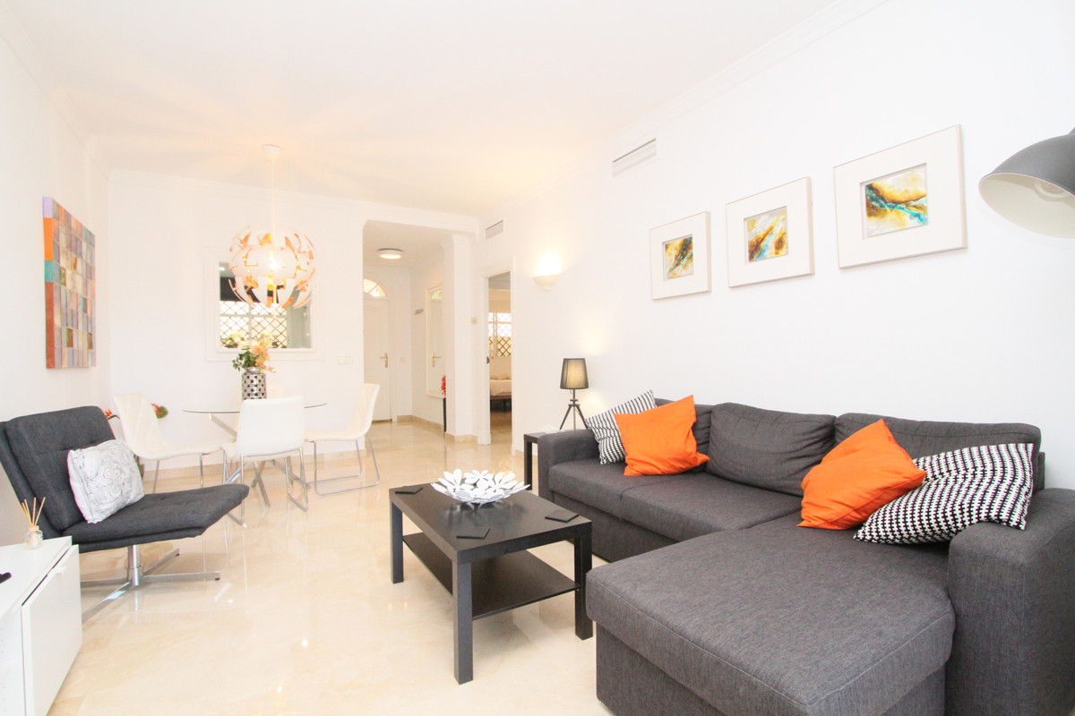 Very nice recently renovated 2 bedroom 2 bathroom ground floor apartment with private garden in Aloh,Spain