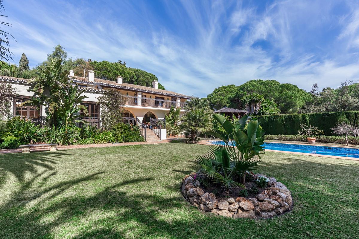 Villa 7 Dormitorios en Venta Calahonda