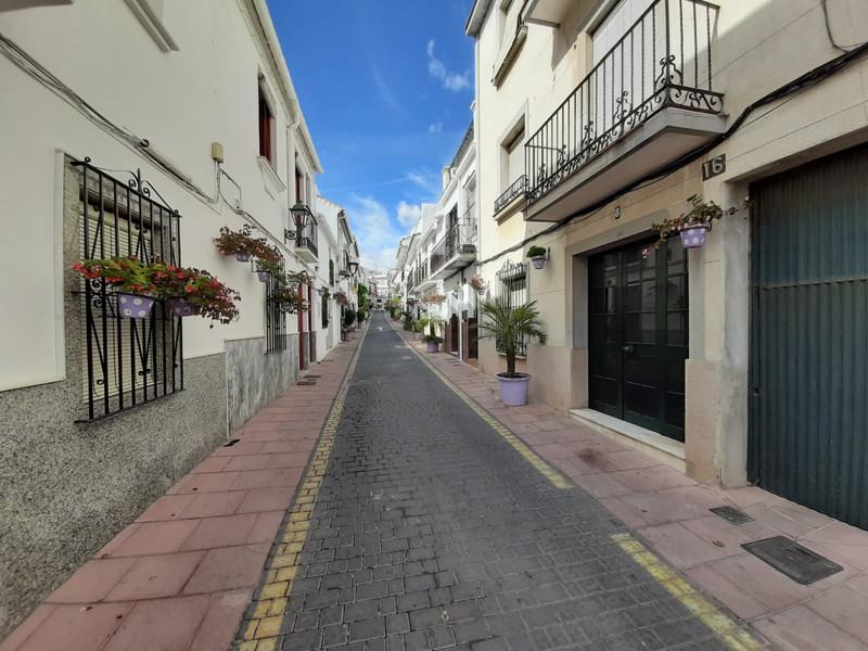 Semi-Detached House - Estepona - R3530071 - mibgroup.es