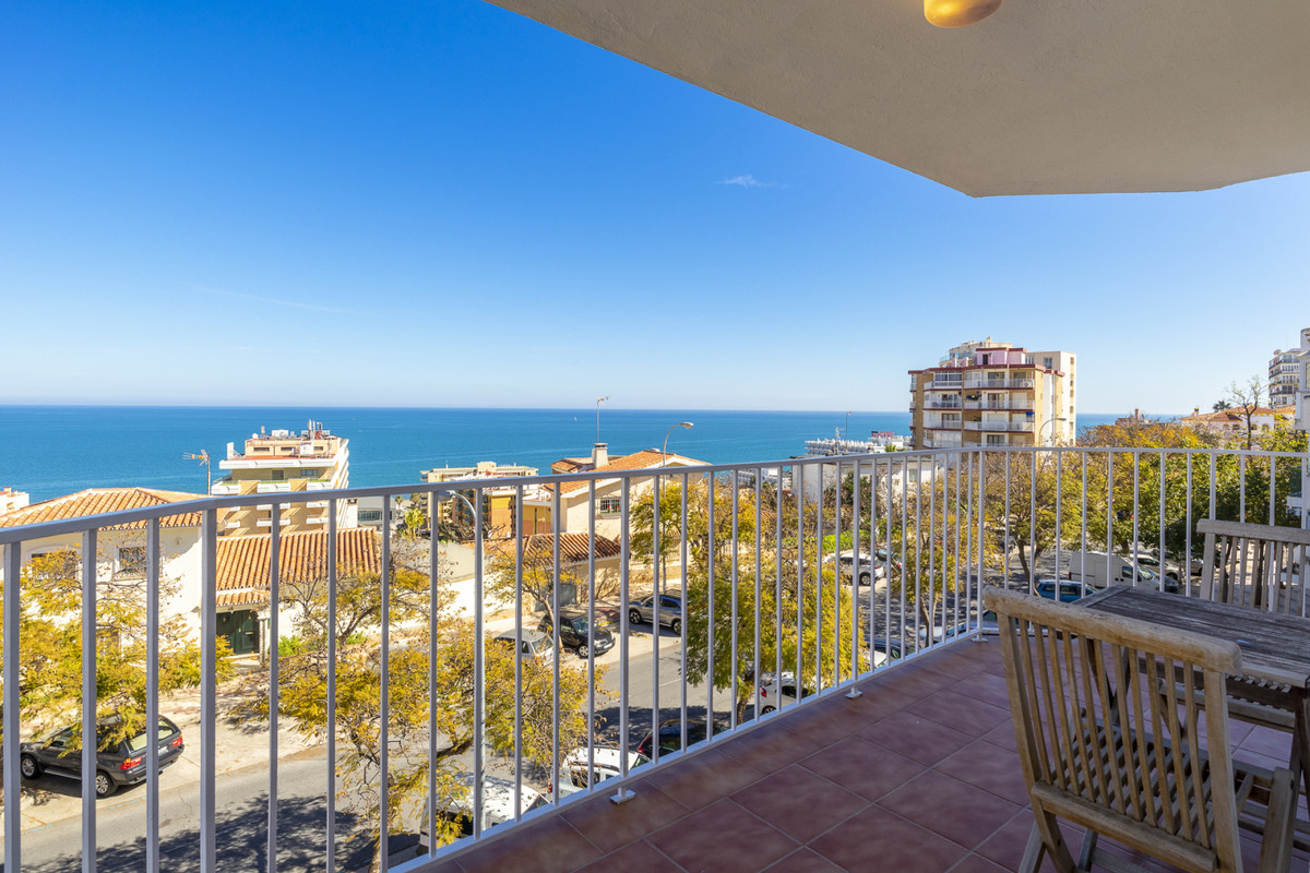 Beautiful apartment with panoramic views in front of a large sea and in an area close to everything ,Spain