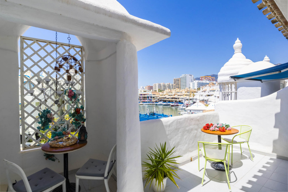 Penthouse in Calle Fragata in the famous Puerto Marina of Benalmadena. This penthouse consists of a ,Spain