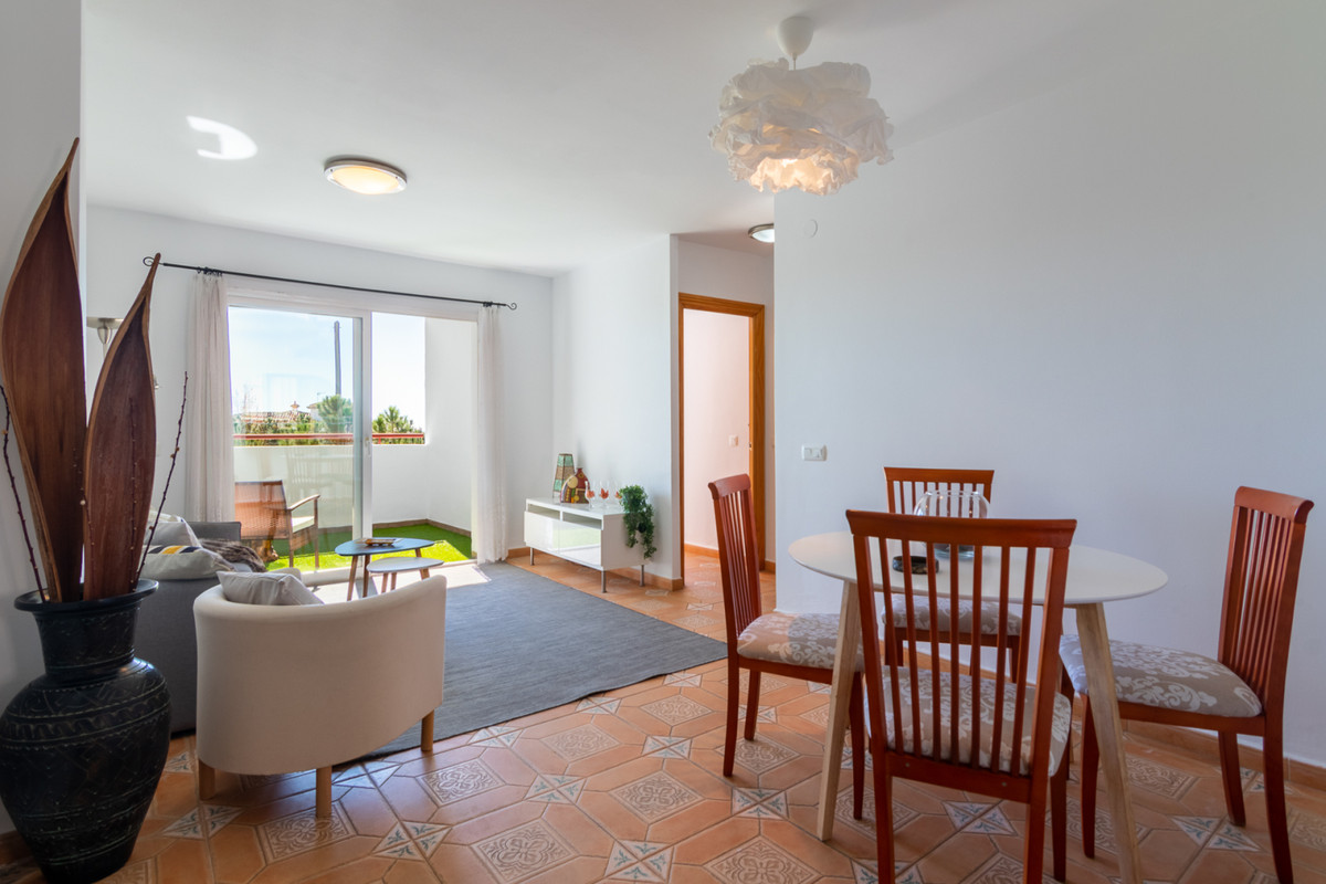 Welcome to this gem in Benalmadena. Walking distance to Arroyo de la Miel and all its amenities (sho, Spain