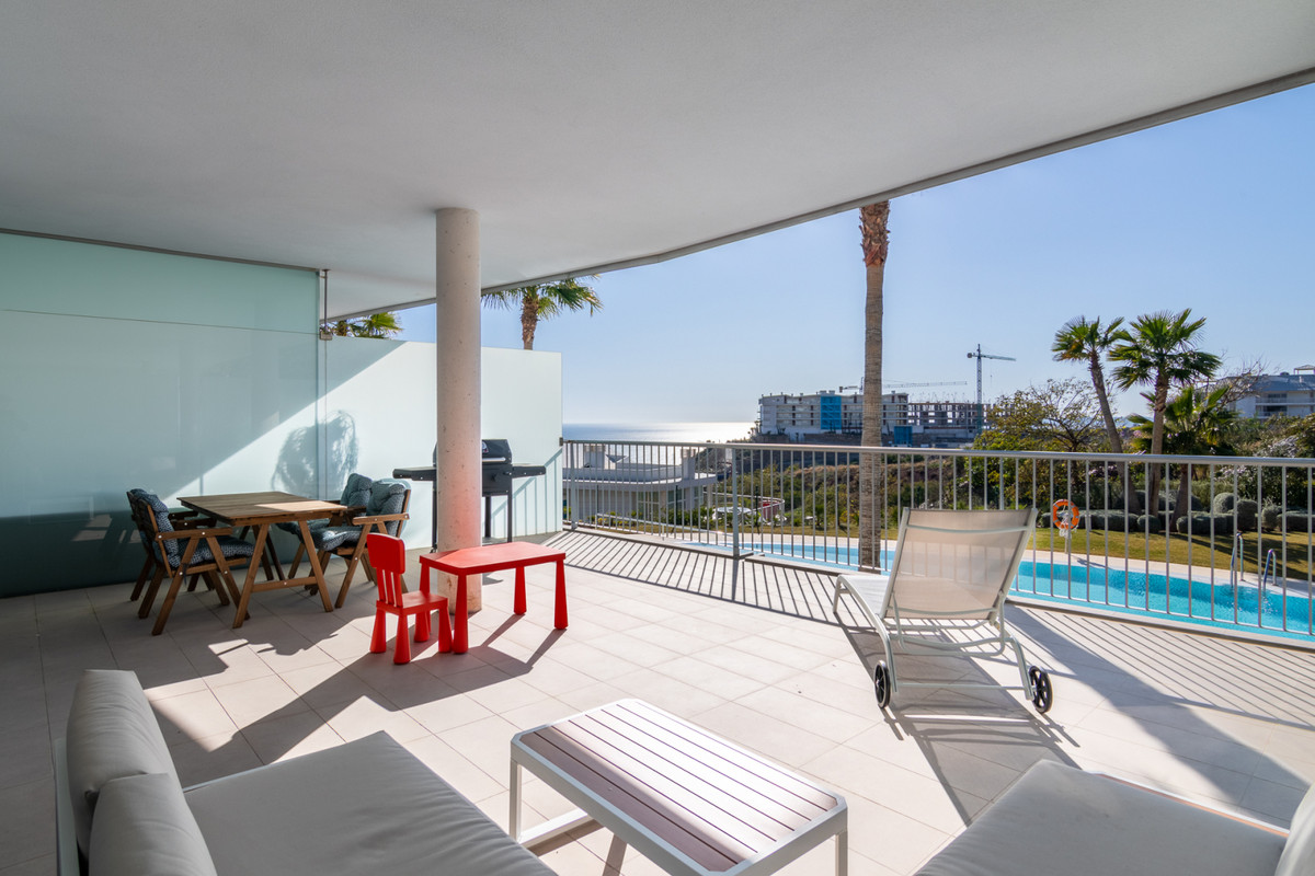 This bright and spacious 2 bedroom 2 bathroom apartment is located in the recently constructed (2015, Spain