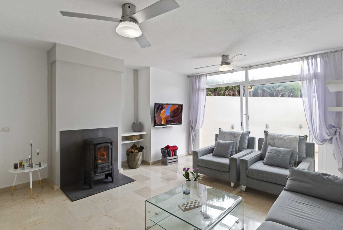 Gorgeous 3 bedrooms, 2 bathrooms townhouse in the residential area Torremar. This westfacing townhou,Spain