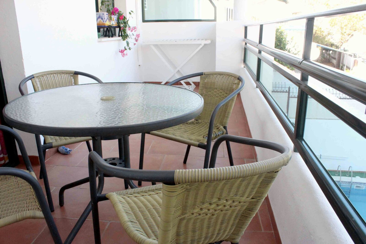 A bright apartment located just 5 minutes walk from the beach and Puerto Marina, it is also 2 minute,Spain