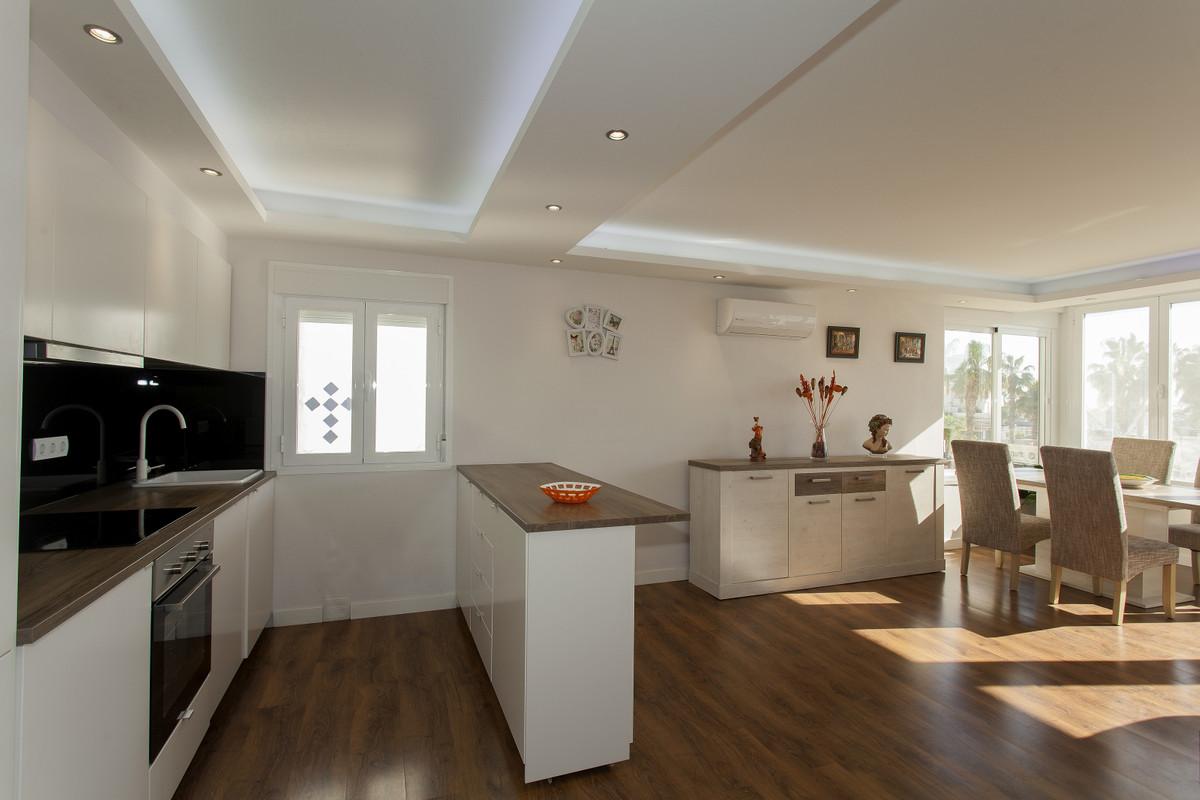Lägenhet på mellanplan i Benalmadena Costa R3328021
