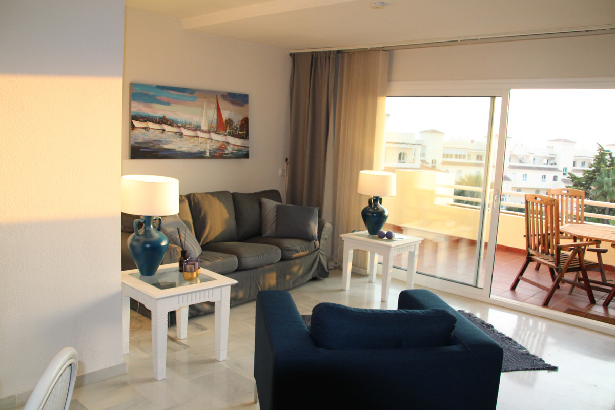 Fantastic 3 bedroom property in one of the most populair Urbanisations.  Nearby La Cala de Mijas, Fu, Spain