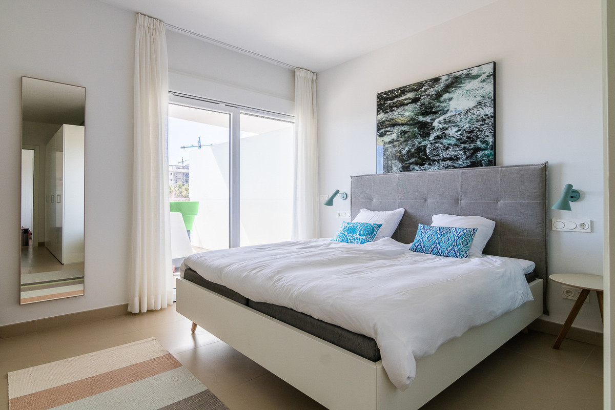 Beautiful modern and modern apartment in Puerto Marina Benalmadena.  The property is fully renovated, Spain