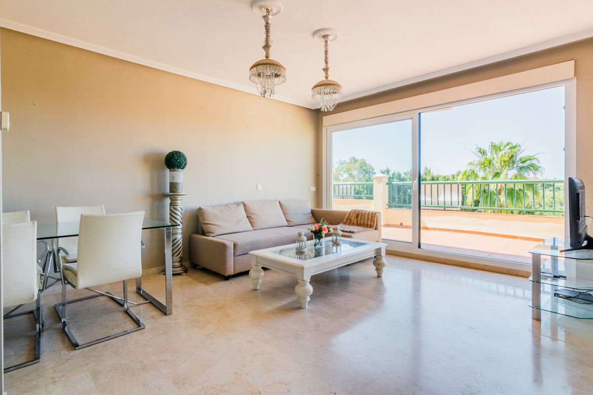 Bright and spacious middle floor apartment in Las Acacias, the well sought after complex in the famo Spain